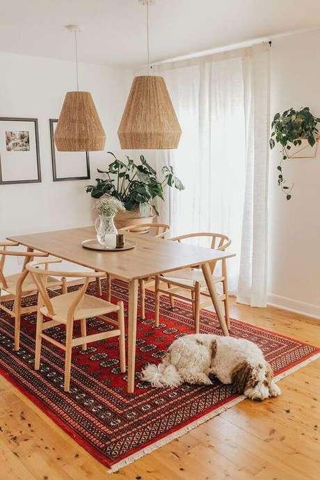 14. Mesa pé palito de madeira e cadeiras combinando – Via: Hunker