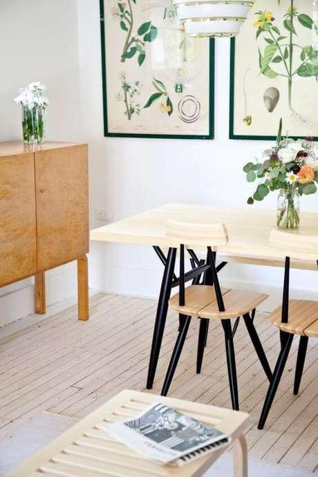 23. Mesa pé palito com cadeiras iguais – Via: Pinterest