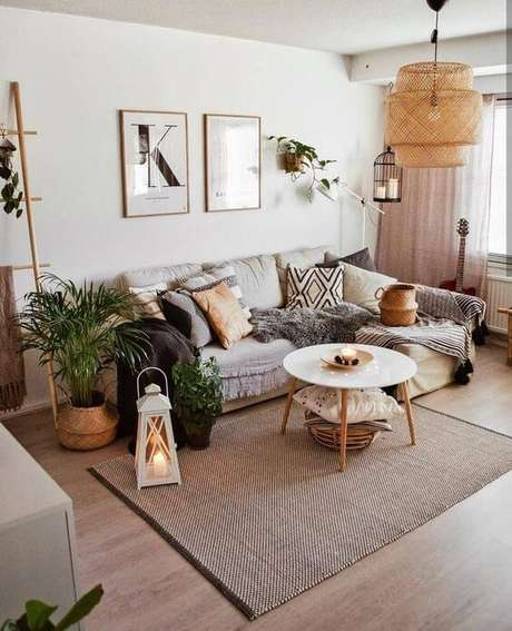 27. Mesa pé palito de centro na sala moderna – Via: Pinterest