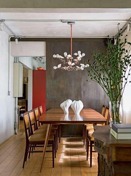 47. Mesa pé palito retangular – Via: Casa e Jardim