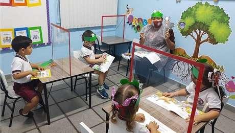 Volta às aulas em Manaus tem máscaras, barreira acrílica e rodízio de alunos