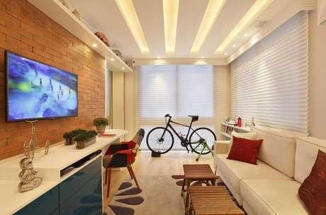2. É importante saber colocar corretamente a altura da TV na parede – Foto: Pinterest
