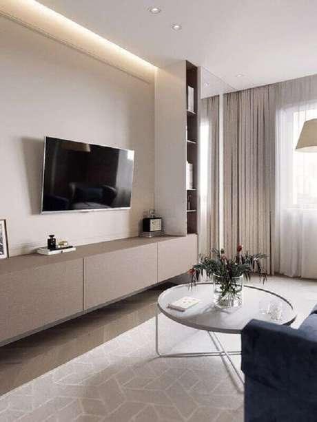 53. TV na parede sem painel para sala moderna decorada com rack suspenso – Foto: Jeito de Casa