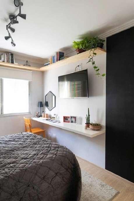 62. Quarto simples decorado com TV direto na parede – Foto: Casa de Valentina