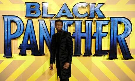 "Ator Chadwick Boseman posa para foto na estreia de ""Pantera Negra"" em Londres 08/02/2018 REUTERS/Peter Nicholls/"