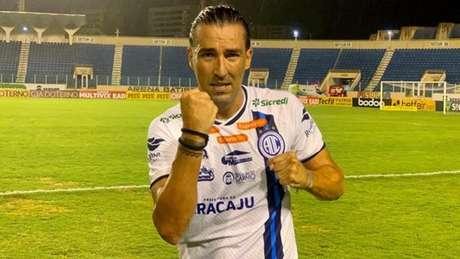 Atacante lidou com desafio de superar árdua lesão para voltar a campo no clube sergipano (Divulgação/Confiança)