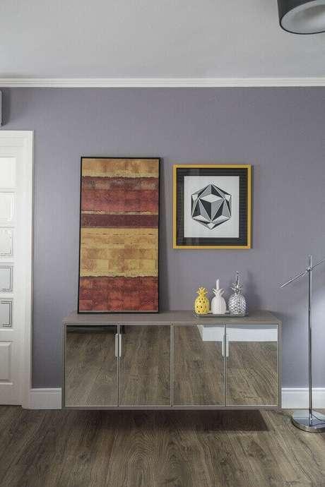 31- As portas do aparador espelhado refletem o padrão do piso. Fonte: MODI Arquitetura e Interiores