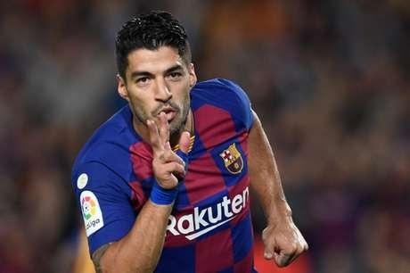 Suárez não está com prestígio com o técnico Ronald Koeman e pode sair do Barcelona (Foto: AFP)