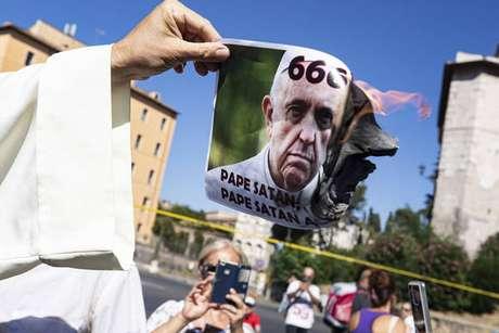 Negacionistas se reuniram em Roma para protestar contra medidas sanitárias
