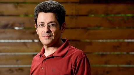 José Luis Jiménez alerta que aerossóis podem permanecer suspensos no ar e infectar por mais tempo