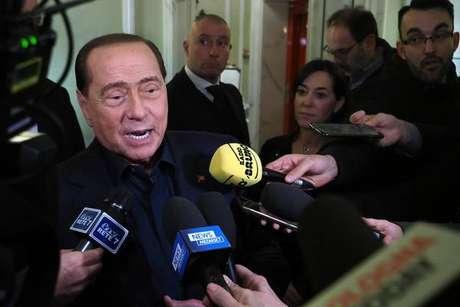 Berlusconi está reagindo bem ao tratamento, mas situação inspira cuidados