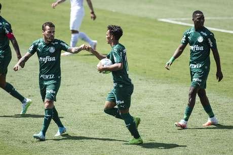Gabriel Veron marcou um gol e deu uma assistência na vitória do Palmeiras