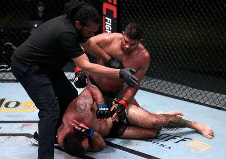 Overeem nocauteou o brasileiro Sakai