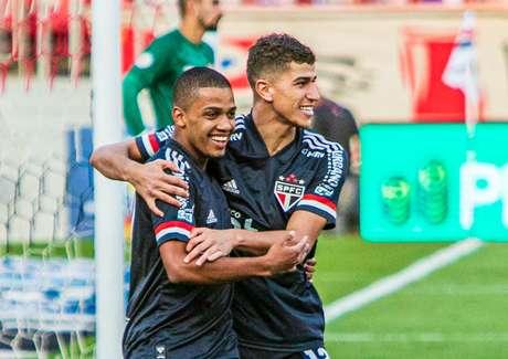 Brenner e Vitor Bueno marcaram em vitória do São Paulo