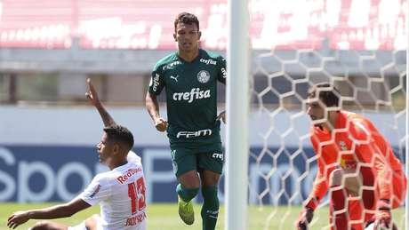 Gabriel Veron voltou com gol e assistência após seis meses