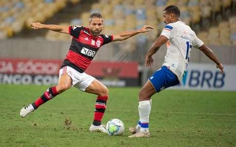 Diego Ribas foi um dos atletas a criticarem o gramado do Maracanã no sábado (Foto: Alexandre Vidal/Flamengo)