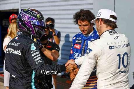 O hexacampeão Hamilton parabeniza Gasly e Sainz pelo pódio em Monza
