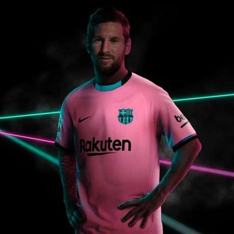 Messi com o novo uniforme do Barcelona