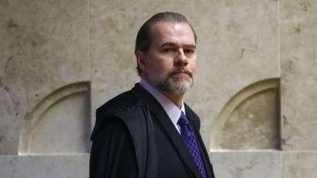 Para juristas ouvidos pela BBC News Brasil, ao tentar construir uma boa relação entre os Poderes, Toffoli fragilizou a Corte e alimentou desconfianças sobre suas decisões