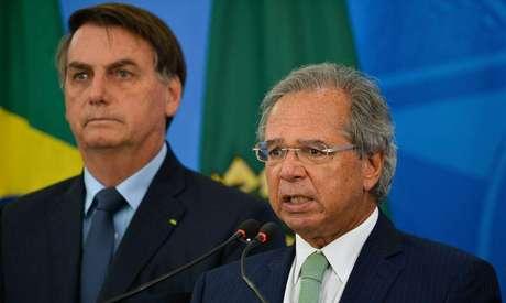 Auxiliares de Bolsonaro celebram 'basta' às ideais de Guedes