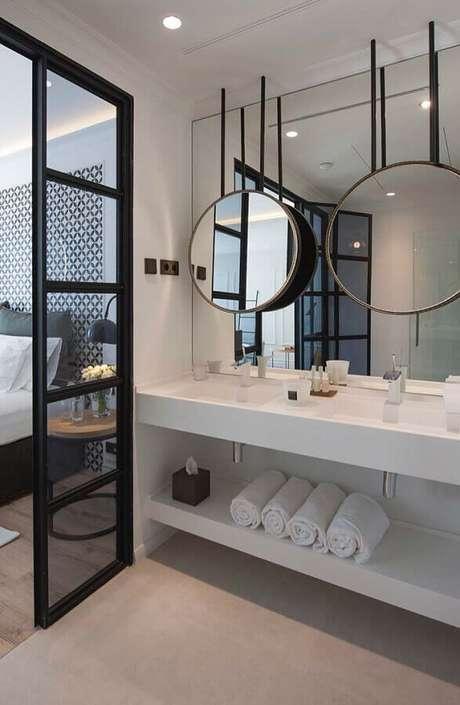 35. Banheiro planejado moderno decorado com espelhos para banheiro redondo – Foto: Home Fashion Trend