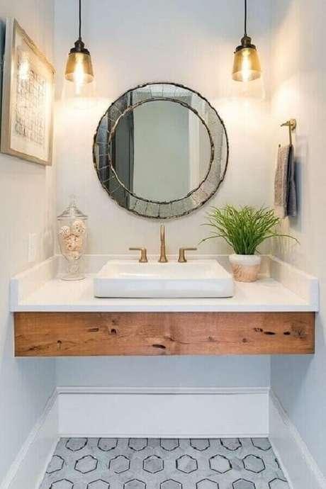 44. Decoração com espelho para banheiro redondo com acabamento bisote – Foto: Pinterest