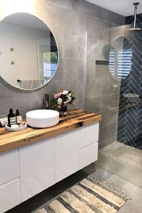47. Espelho redondo para banheiro com moldura branca bem fina – Foto: Style Curator