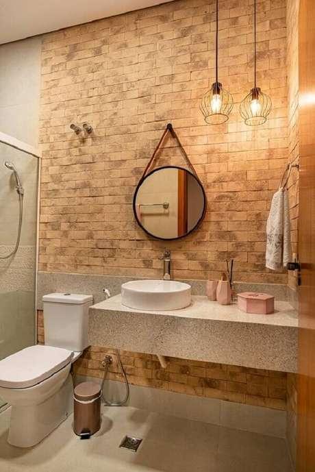 49. Decoração com espelho redondo para banheiro com alça para parede de tijolinho à vista – Foto: Casa de Valentina