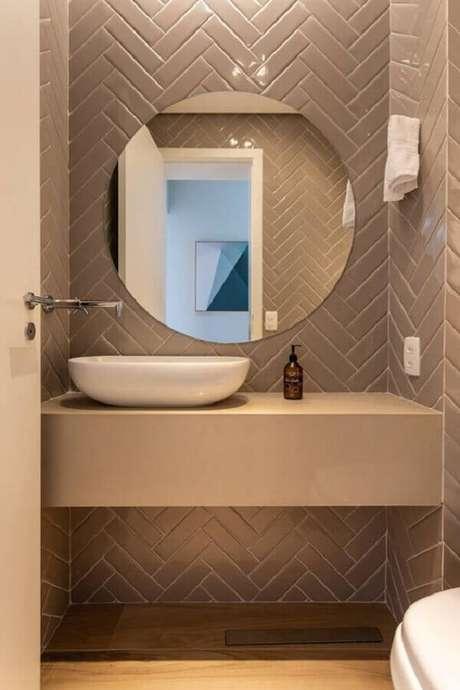 63. Decoração clean com espelho para banheiro redondo – Foto: Casa Casada