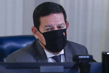 Mourão afirmou que o governo não pensa em nova Constituição