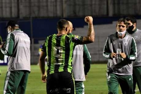Rodolfo deixou sua marca em um belo gol, que garantiu os três pontos diante do Paraná, fora de casa-(Divulgação/América-MG)