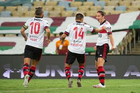 Filipe Luís comemora o primeiro gol da vitória sobre o Fluminense