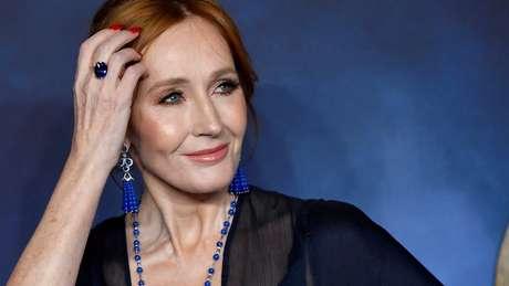 A escritora JK Rowling esteve no centro de um debate entre grupos ligados ao feminismo e à comunidade trans