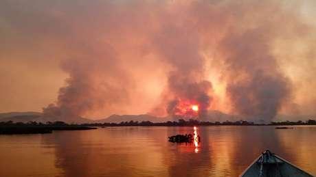 Fogo toma conta do Pantanal, localizado em Mato Grosso do Sul e Mato Grosso — além de áreas na Bolívia e no Paraguai