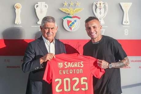 Everton Cebolinha assinou com o Benfica e tem contrato até junho de 2025 (Divulgação / Benfica)