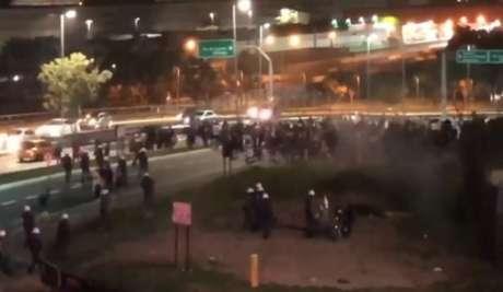Torcedores protestaram após derrota (Imagem: Reprodução/Band)