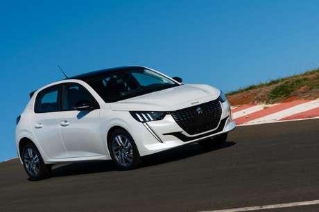 Comportamento dinâmico do carro é excelente e supera o de rivais famosos.