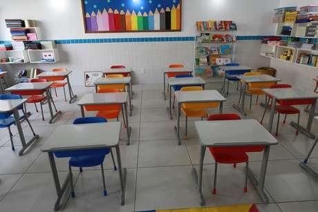 Escolas continuam fechadas por causa da pandemia do novo coronavírus