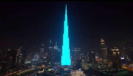Projeção de chá revelação foi exibida no edifício Burj Khalifa