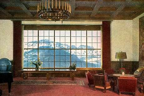 A vista para os alpes do chalé em Berghof
