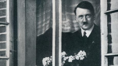 Regime nazista fomentou a imagem de Hitler com um homem diplomático e caseiro