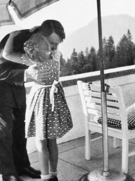 A natureza e o contato com crianças foram usados para humanizar Hitler