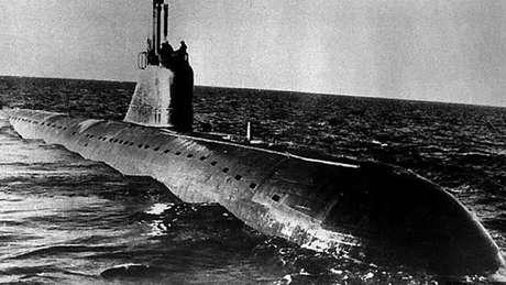 Alguns submarinos soviéticos, como o K-159, semelhante a este da imagem, estão apodrecendo no fundo do mar
