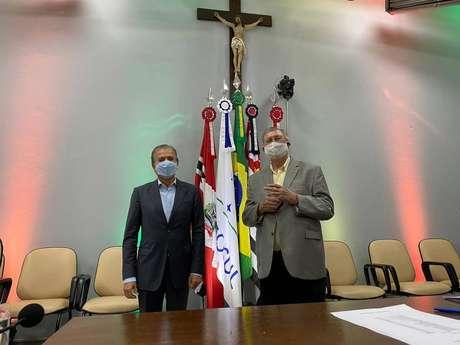 O candidato Edinho Araújo (esquerda), do MDB, e seu vice, Orlando Bolçone (direita).