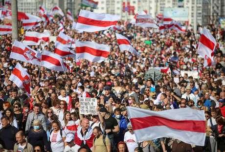 Manifestantes bielorrussos protestam contra o presidente