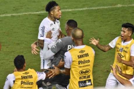 Marinho comemora gol no clássico (Foto: Jota Erre/Photo Premium)