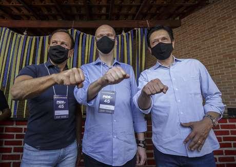João Doria posa com Bruno Covas e Ricardo Nunes