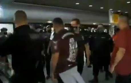 Jogadores do Corinthians são ameaçados em aeroporto