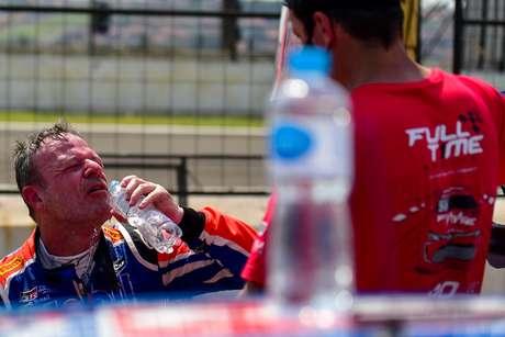 Rubens Barrichello sofreu com o calor em Londrina