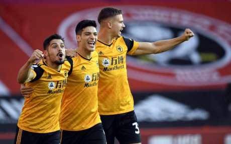Jiménez marcou o primeiro gol do Wolverhampton (Foto: PETER POWELL / POOL / AFP)